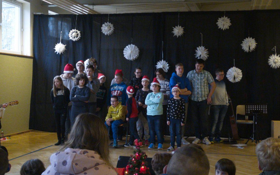 Weihnachtssingen in der Regine-Hildebrandt-Schule Erkner